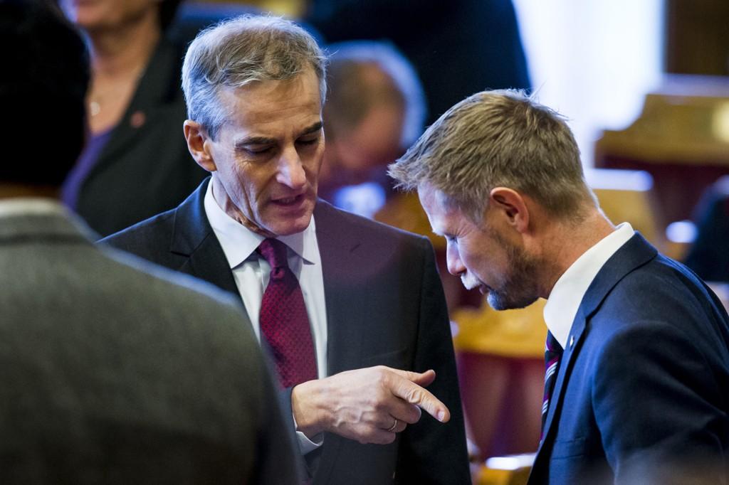 Ap-leder Jonas Gahr Støre mener at regjeringens budsjettopplegg er farlig for de svakeste pasientene. Helseminister Bent Høie (H) sier det er en tøff dom over de budsjettene Støre i sin tid var med på legge fram.