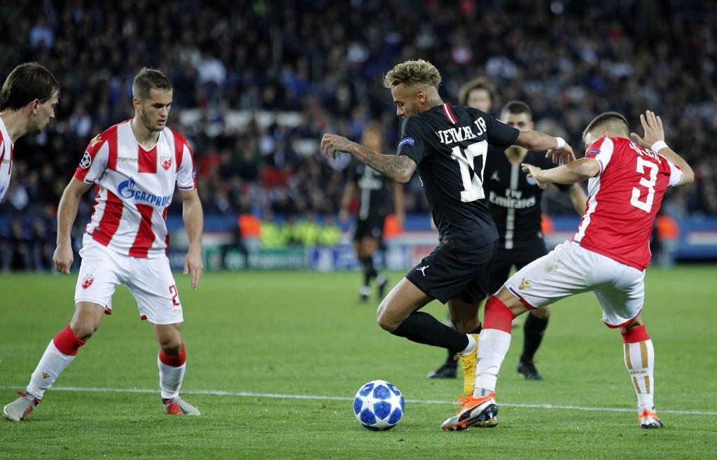 Neymar gjorde hat trick i PSGs 6-1-seier over Røde Stjerne. Oppgjøret blir nå etterforsket for kampfiksing. Foto: François Mori / AP / NTB scanpix