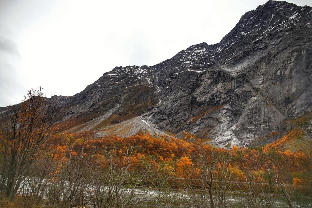 Det er fortsatt rødt farenivå ved Veslemannen i fjellpartiet Mannen i Rauma kommune i Møre og Romsdal. Foto: Fredrik Hagen / NTB scanpix