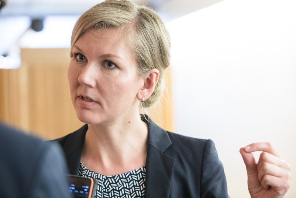 Arbeiderpartiets stortingsrepresentant Marianne Marthinsen ønsker svar fra statsminister Erna Solberg på hva som menes med at et foster skal være levedyktig. Marthinsen har selv mistet en 15 måneder gammel datter. Foto: Audun Braastad / NTB scanpix