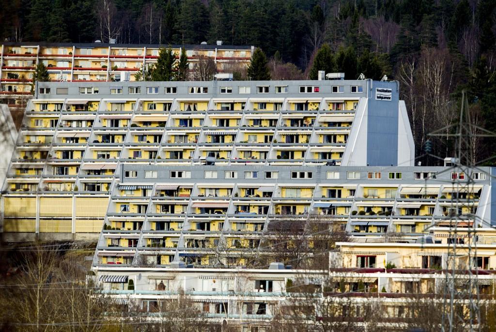 HOLDER IKKE TRITT: Ferske tall viser at boligprisene antakeligvis ikke vil holde følge med prisstigningen ellers fram i tid. Bildet er av boliger på Stovner.