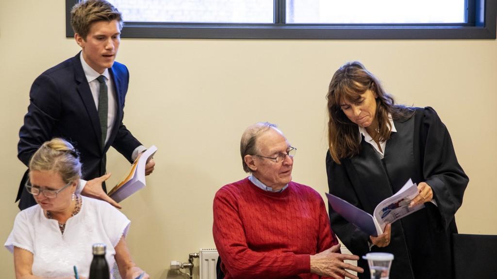 NYTT SØKSMÅL: Advokat Bettina Banoun (t.h.) varsler nytt søksmål mot kommunen. Her fra saken om eiendomsskatten for 2016, med Ruth Klungsøyr (f.v.), advokatfullmektig Erling Prestholt Selen og John Sverre Svendsen.