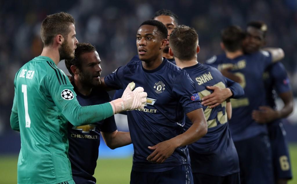 Manchester United-keeper David de Gea feirer med Juan Mata og Anthony Martial etter mirakelvendingen som ga 2-1-seier over Juventus i Torino. Foto: Antonio Calanni, AP / NTB scanpix