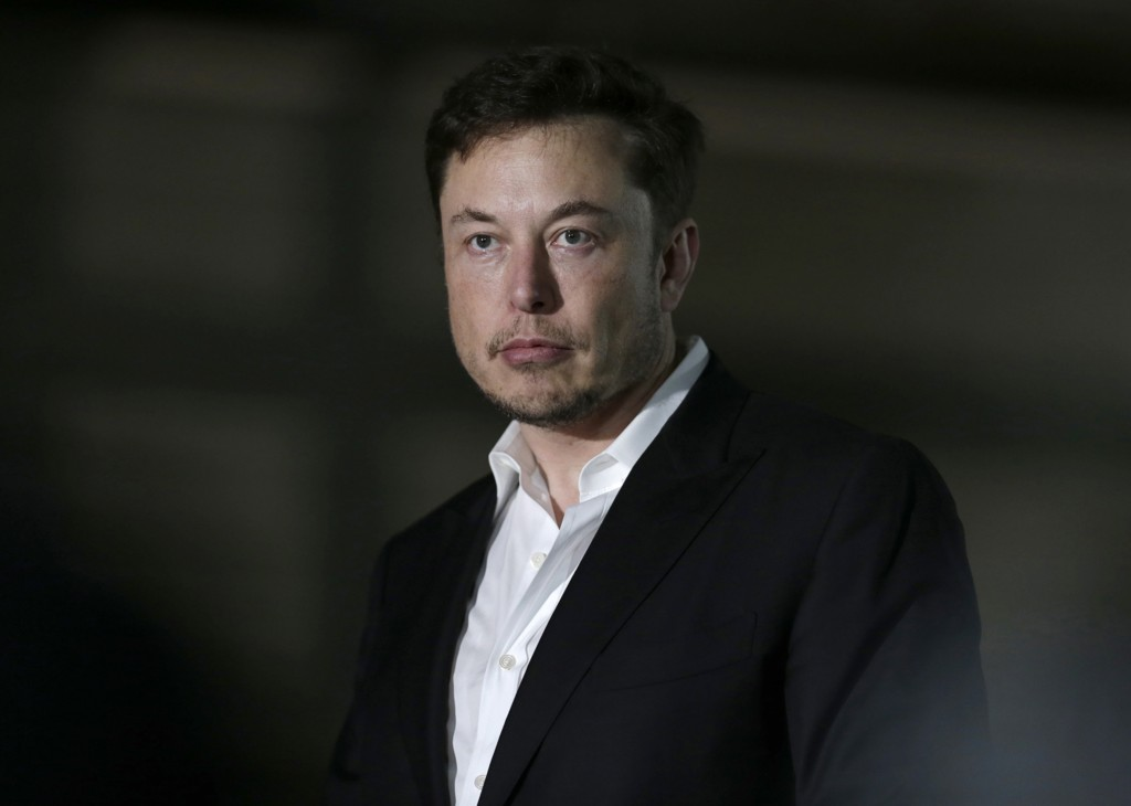 Teslas grunnlegger Elon Musk har måttet trekke seg som selskapets styreleder. Foto: Kiichiro Sato / AP / NTB scanpix