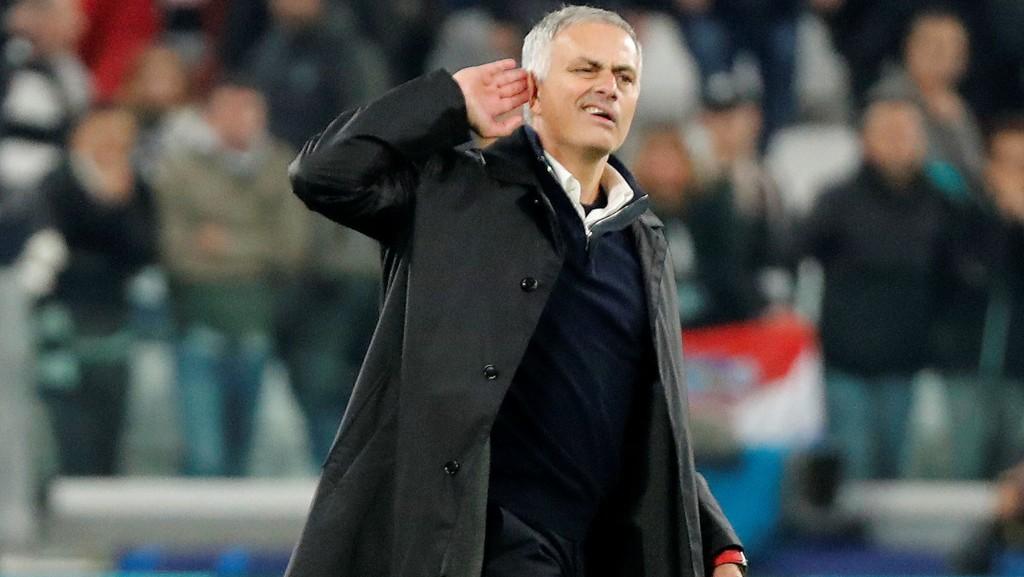 KLASSISK MOURINHO: José Mourinho ertet på seg Juventus-fansen med denne gestikuleringen etter kampen.