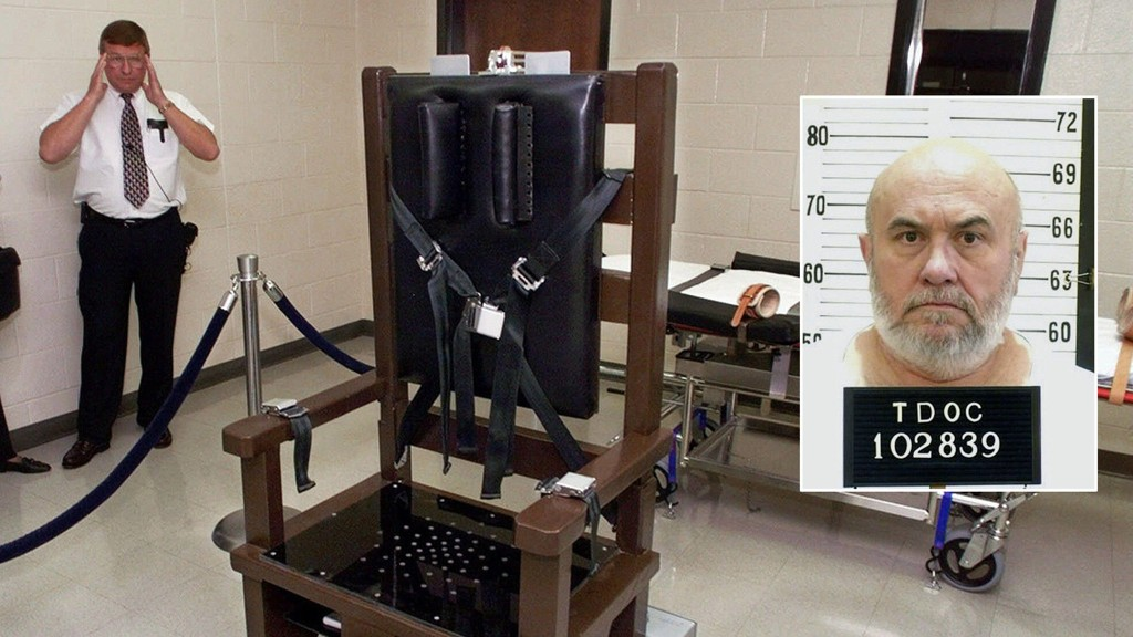Fengselsvokter Ricky Bell ved Riverbend Maximum Security Institution i Nashville viser fram fengselets henrettelseskammer med en elektrisk stol. Edmund Zagorski (63) ble henrettet i stolen 1. november. Bildet er fra 1999.
