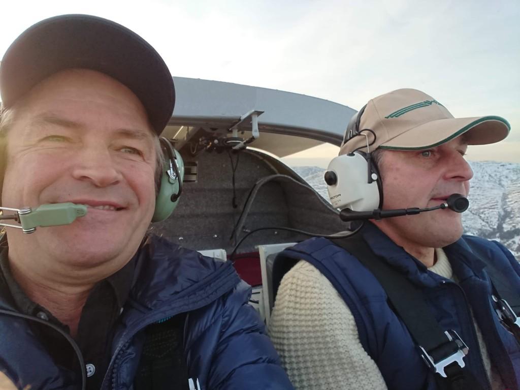 Stig Harald Hoff (59) (t.v) og Espen Andreas Holdnes Hoff (54) omkom i småflyulykken ved Meråker onsdag kveld.