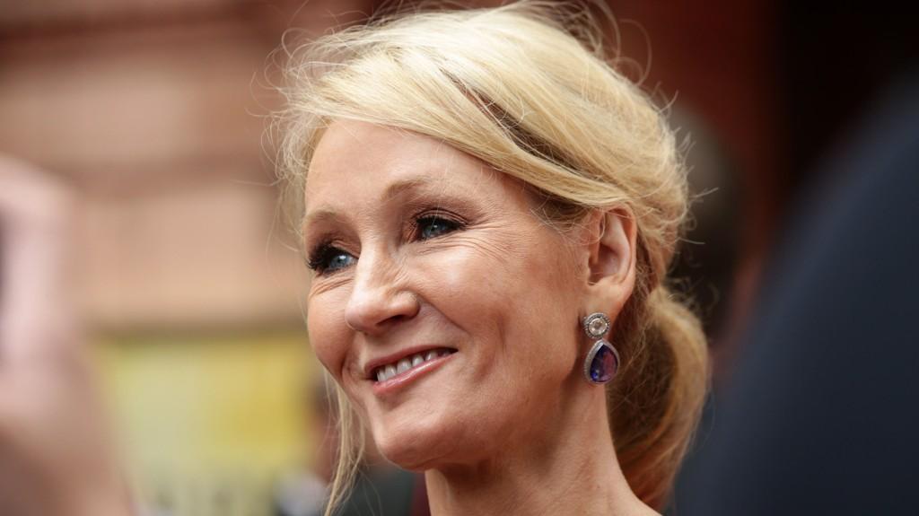 GÅR TIL RETTEN: J. K. Rowling har saksøkt den tidligere assistenten sin for stjeling.