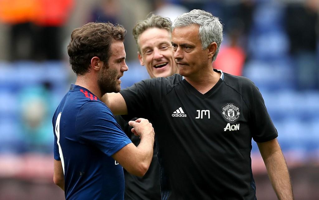 VENTER: Juan Mata er på utgående kontrakt i Manchester United og skal fortsatt ikke ha fått et nytt tilbud fra klubben.