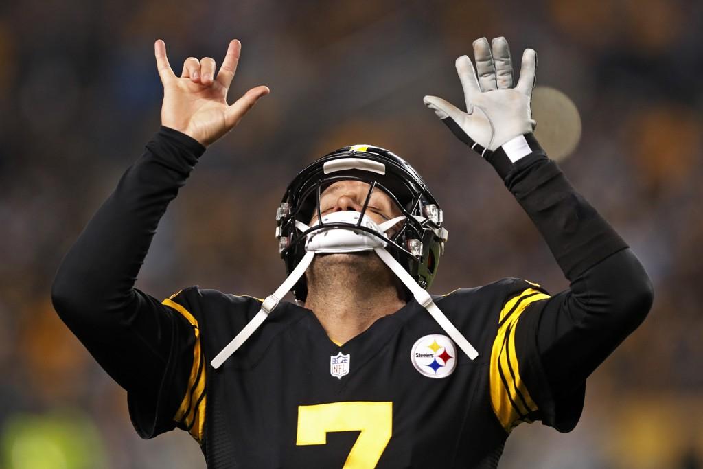 Ben Roethlisberger kastet fem touchdownpasninger da Pittsburgh Steelers knuste Carolina Panthers i NFL torsdag. Foto: Keith Srakocic, AP / NTB scanpix