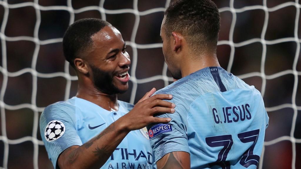 SIGNERTE NY KONTRAKT: Raheem Sterling signerte ny kontrakt med Manchester City fredag.