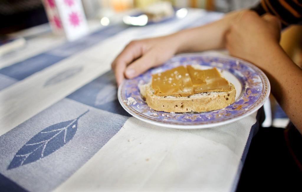 GLUTEN: Er det sunt å spise gluten eller har kroppen det bedre hvis man begrenser gluteninntaket? Ny forskning fra Danmark viser at et kosthold med begrenset gluten-inntak kan ha helsemessige fordeler, mens tidligere forskning har pekt på fordelene med å innta gluten.