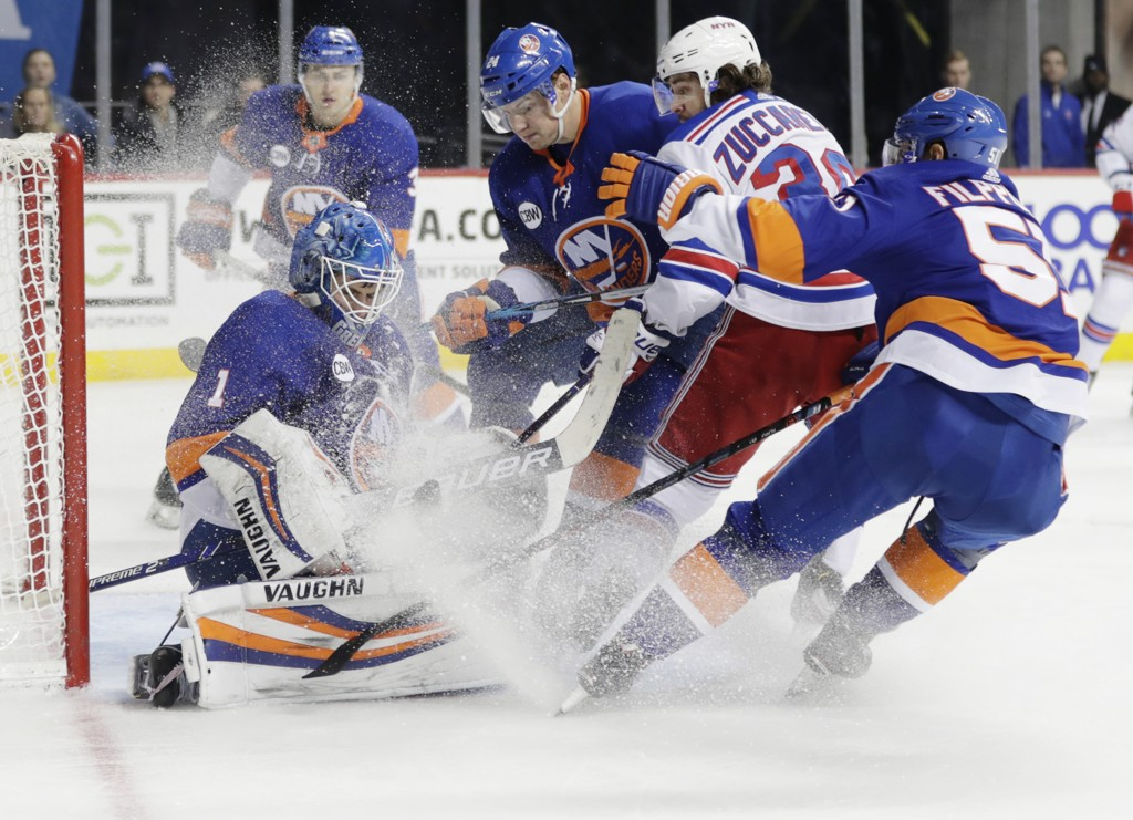 Thomas Greiss, the keeper of Islanders, gives the best one shot Mats Zuccarello at the goal in New York New York Derby. There was no victory or scoring on the Norwegian, which was finally back on ice after standing for three injuries due to the prolongation of lightning. Photo: Frank Franklin II / AP / NTB scanpix