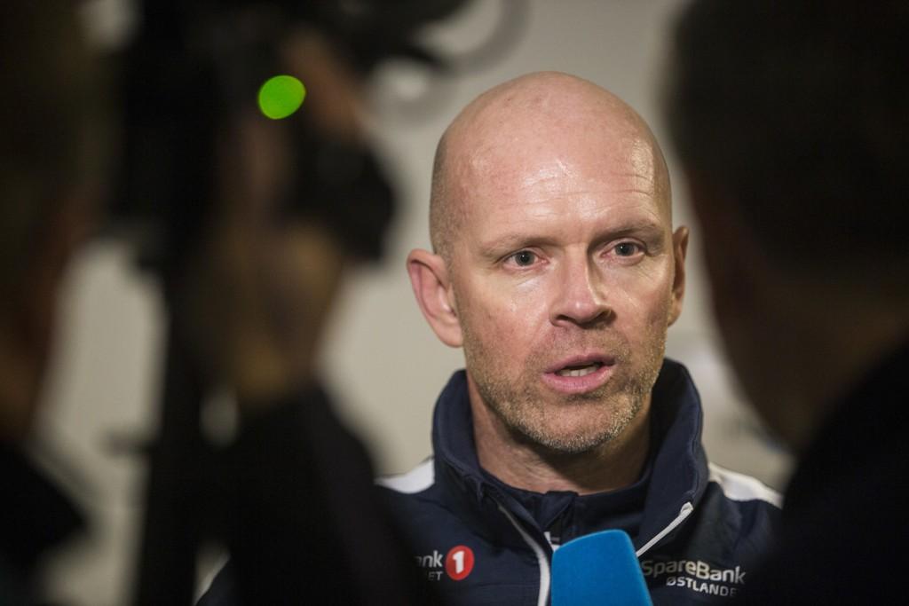 Stabæk-trener Henning Berg blir med klubben videre, enten det er i Eliteserien eller 1. divisjon. Foto: Trond Reidar Teigen / NTB scanpix