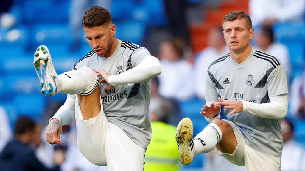 Toni Kroos ble slaktet i spansk presse etter sin prestasjon i helgens seriekamp mot Eibar. Her ser vi den tyske landslagsspilleren sammen med Sergio Ramos.