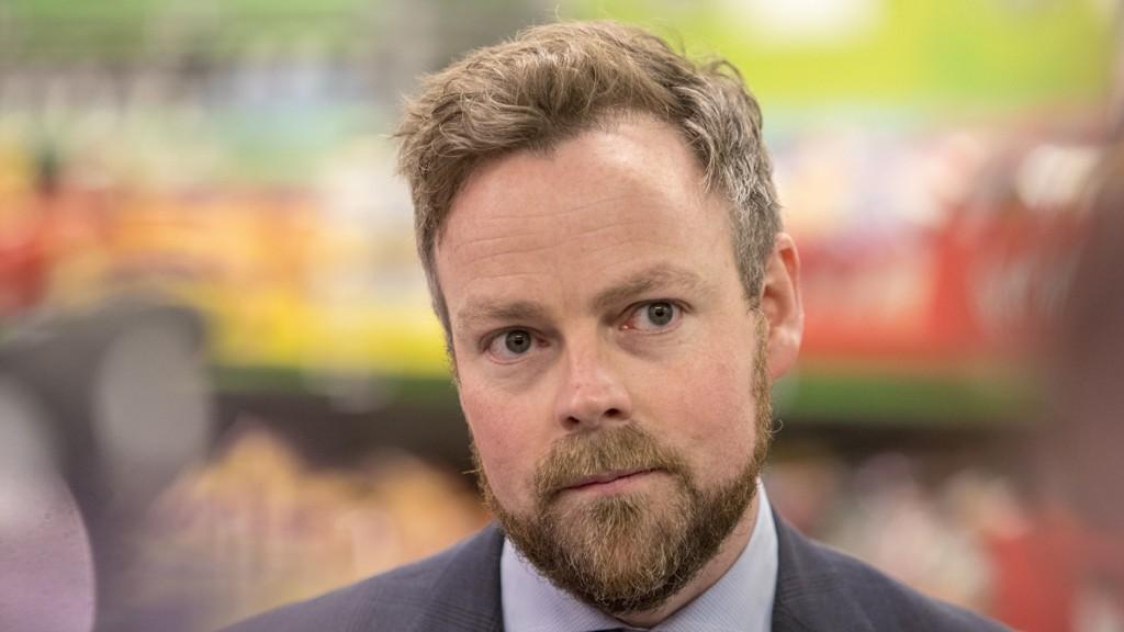 Torbjørn Røe Isaksen mener SV ikke tar hensyn til at økt innvandring er en hovedårsak til økt barnefattigdom.