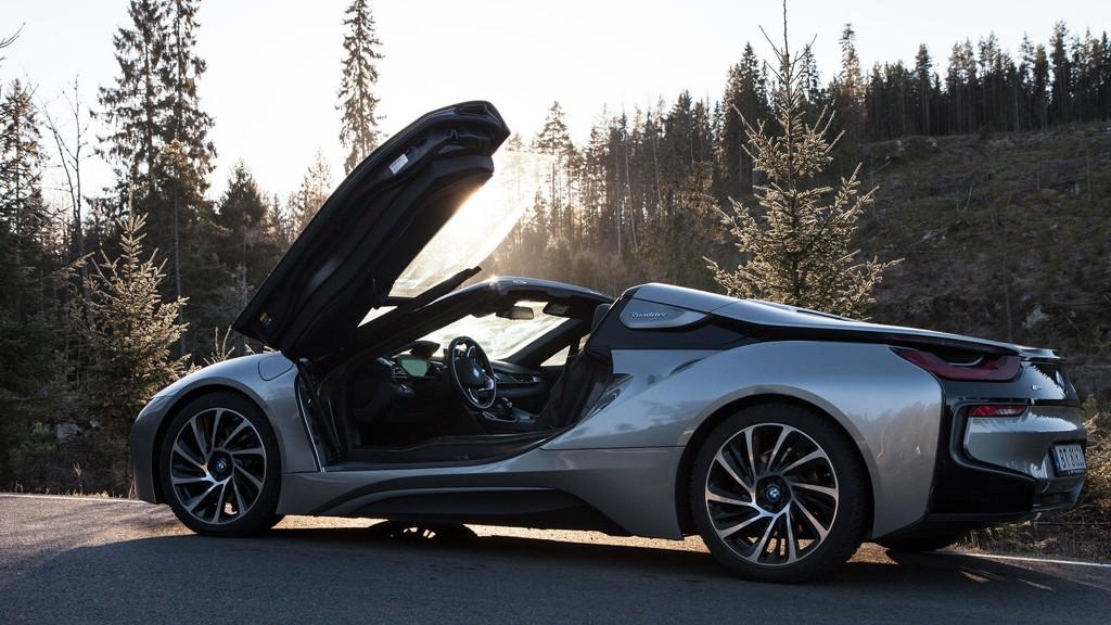 BMW i8 Spyder er en oppsiktsvekkende bil på alle måter.