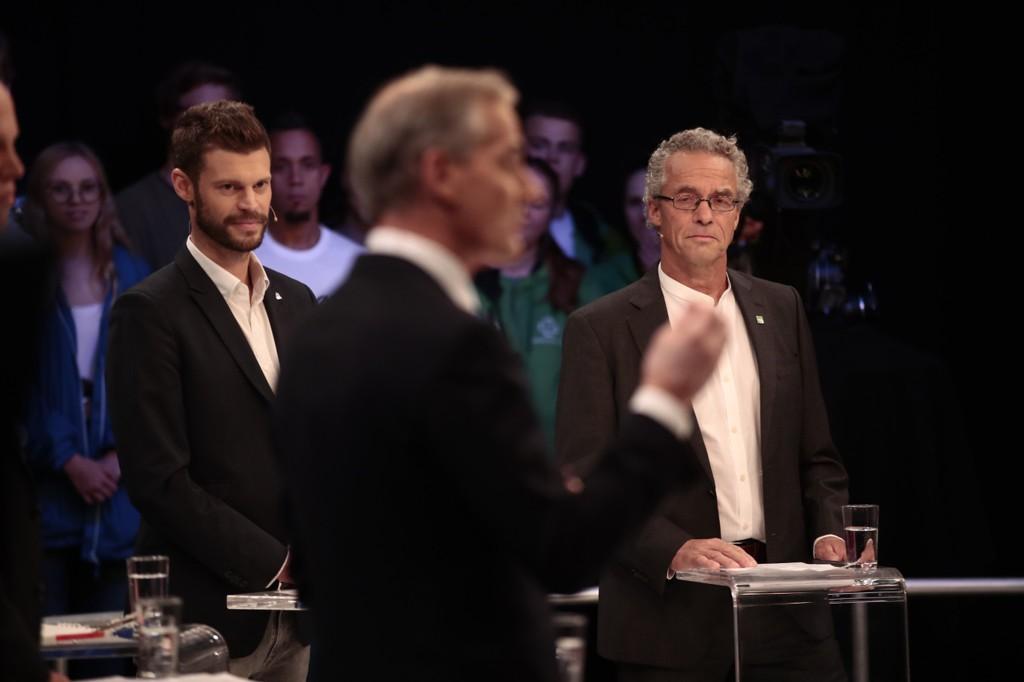 Rødt-leder Bjørnar Moxnes (t.v.) tror mange velgere reagerer på Ap-leder Jonas Gahr Støres (i midten) uttalelser om politisk slektskap. Til høyre står Miljøpartiet De Grønnes tidligere frontfigur Rasmus Hansson.