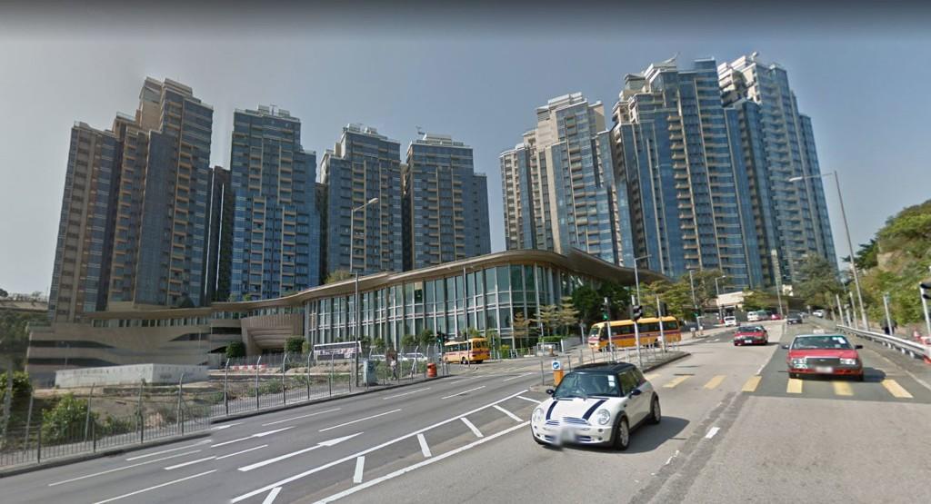 MILLION-PARKERING: 760.000 dollar kostet parkeringsplassen i dette boligkomplekset i Hong Kong.