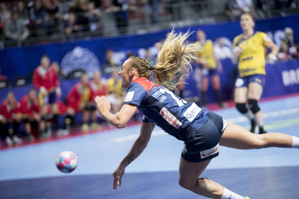VAR TILBAKE: Camilla Herrem spilte kampen for Norge, men klarte ikke å stoppe Romania fra å vinne overlegent.