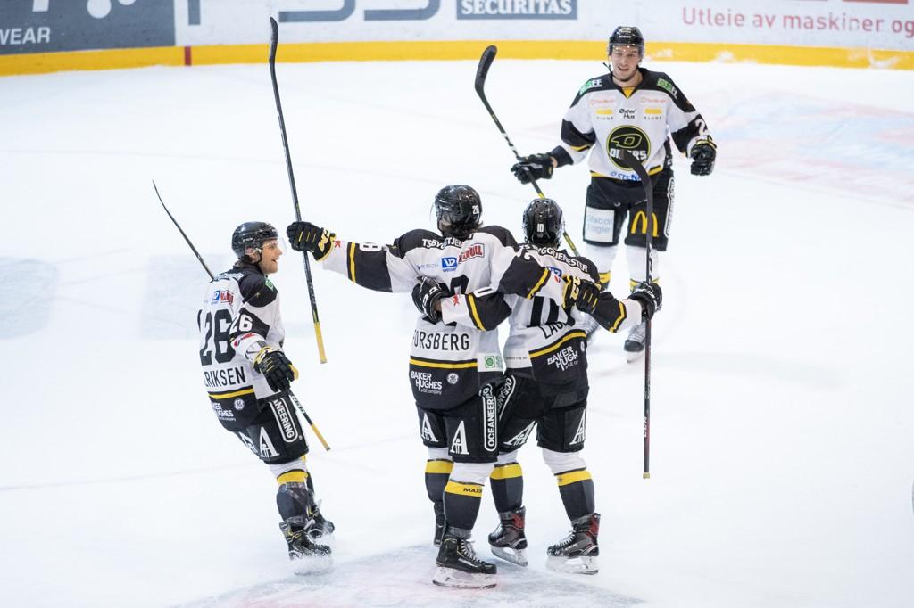Stavanger Oilers har begynt å få spillet til å fungere. Her jubler siddisene etter 0-1-scoringen til Kristian Forsberg i 1. periode av eliteseriekampen i ishockey mellom Vålerenga og Stavanger Oilers i Furuset Forum.