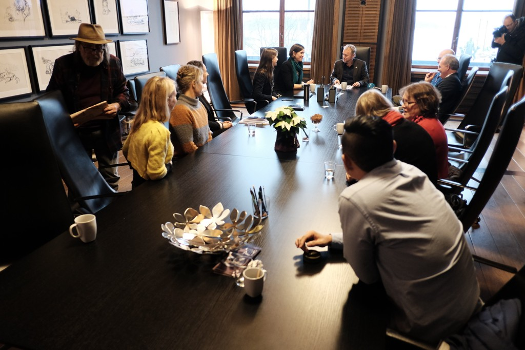 MØTE PÅ RÅDHUSET: Oslos byrådsleder Raymond Johansen og byråd Hanna E. Marcussen møtte torsdag noen av dem som har kjempet og kjemper mot eiendomsmilliardær Ivar Tollefsen og hans selskap Fredensborg AS. Saken dreier seg om leieboere som kan ha blitt snytt for muligheten til å kjøpe egen bolig.