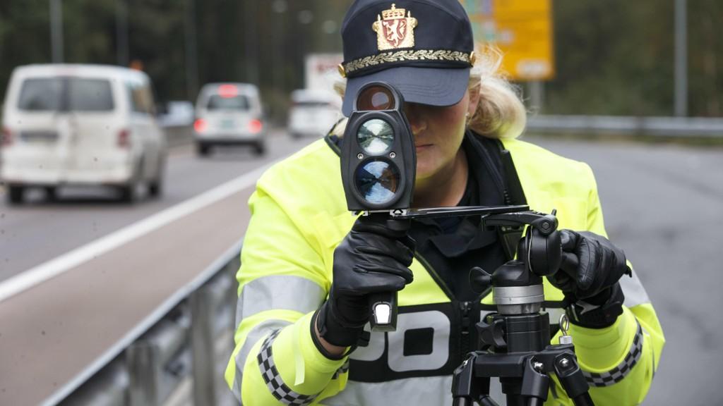En mann i 60-årene ble anmeldt etter at politiet målte hastigheten til 96 km/t i 60-sonen. Førerkortet ble beslaglagt på stedet. Arkivfoto.