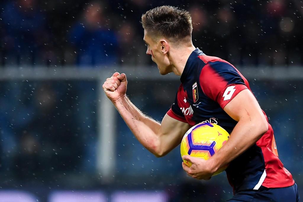 Krzystof Piatek storspiller for Genoa og har like mange mål som Ronaldo i serien i år. Foto: Simone Arveda / ANSA via AP / NTB scanpix