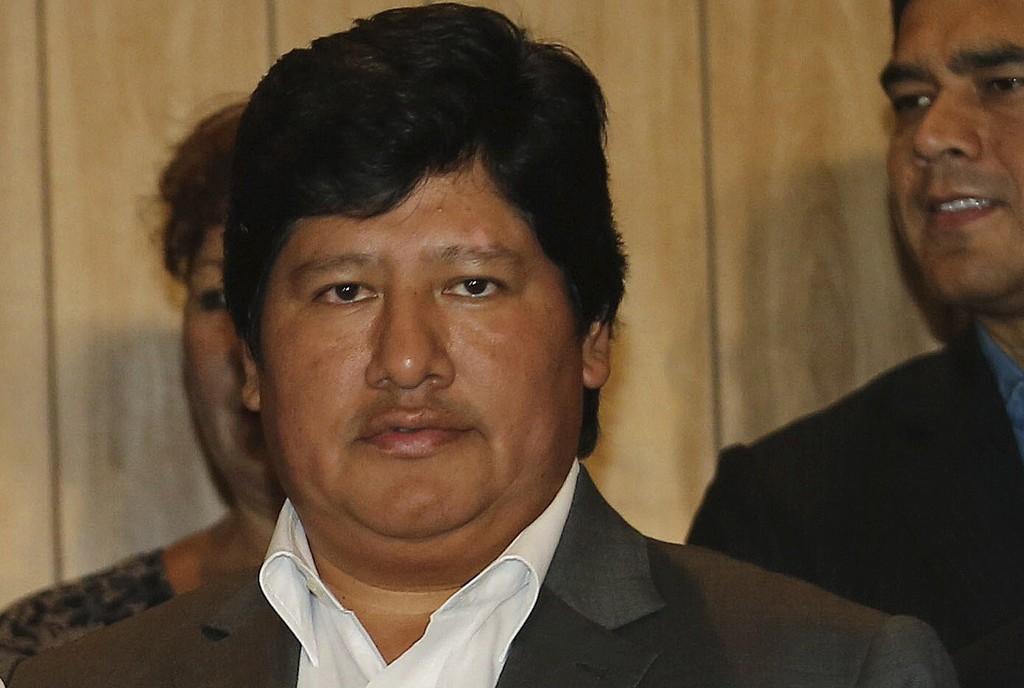 Perus fotballpresident Edwin Oviedo mistenkes for å ha bestukket dommere og ble torsdag arrestert. Fra før er han mistenkt for å ha beordret to drap i 2012 og 2015. Foto: Fernando Sangama / AP / NTB scanpix