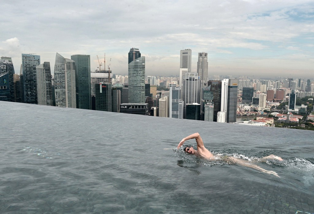 Oppgang på asias børser fredag. Illustrasjonsfoto: Infinity-bassenget på toppen av hotellet Marina Bay Sands i Singapore.