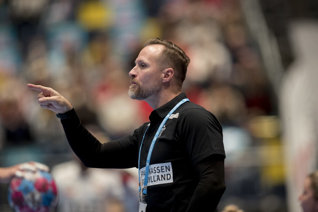 Danmarks trener Klavs Bruun Jørgensen fikk en kilevink under håndball-EM torsdag. Foto: Vidar Ruud / NTB scanpix