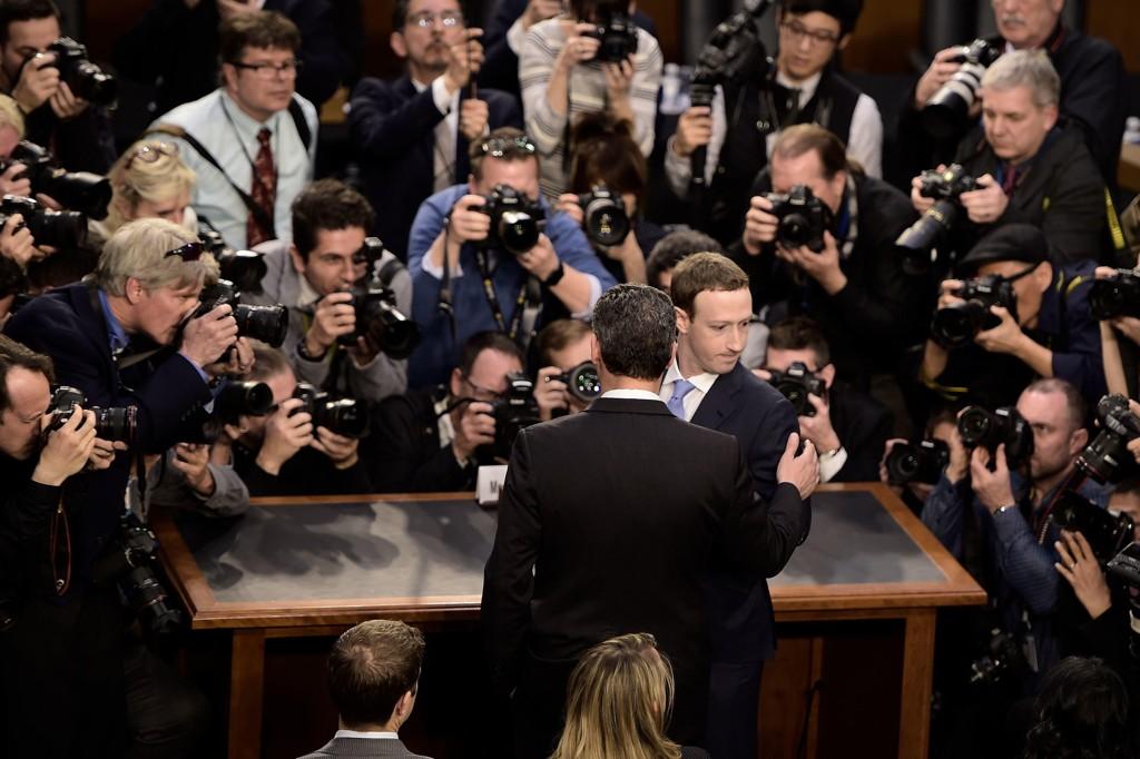 FACEBOOK-SJEFEN Mark Zuckerberg ankommer Kongressens høring på Capitol Hill.