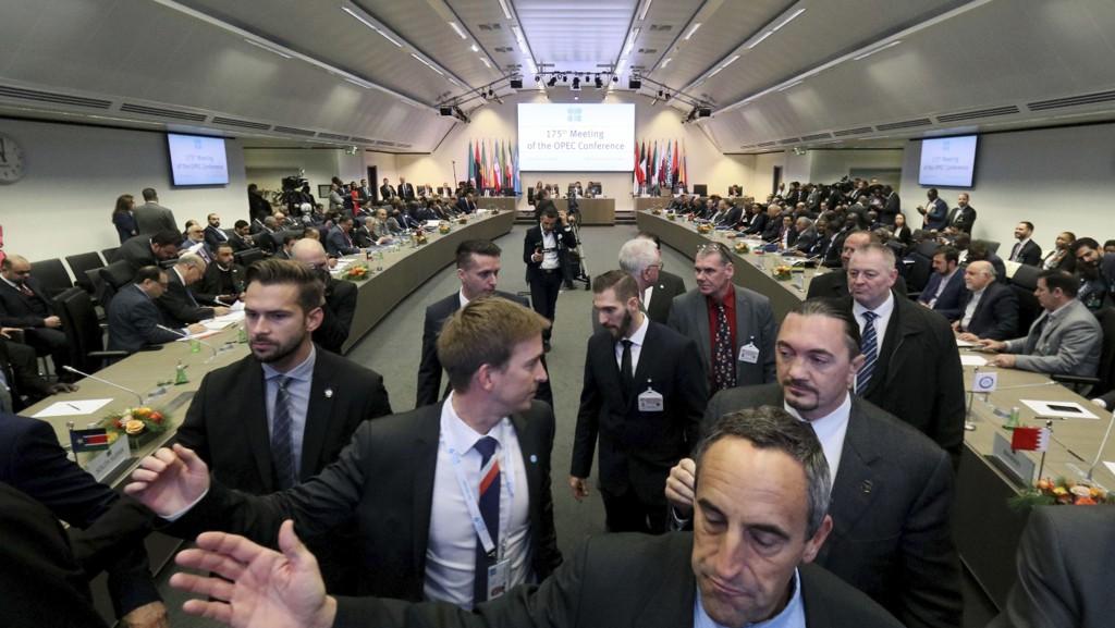 Møterommet i Wien hvor OPECs oljeministre torsdag var samlet i et forsøk på å enes om produksjonskutt.