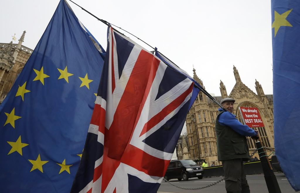 Brexitkomiteen i Underhuset mener avtalen Theresa May har oppnådd med unionen har store mangler og ikke bidrar til nødvendig klarhet og trygghet før utmeldingen fra EU. Arkivfoto: Kirsty Wigglesworth / AP / NTB scanpix