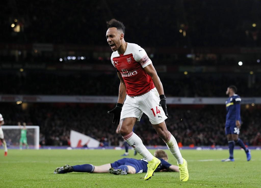 Arsenal og Pierre-Emerick Aubameyang jakter tre nye poeng på London Stadium lørdag formiddag. Her jubler han etter å ha scoret i 4-1-seieren mot Fulham.