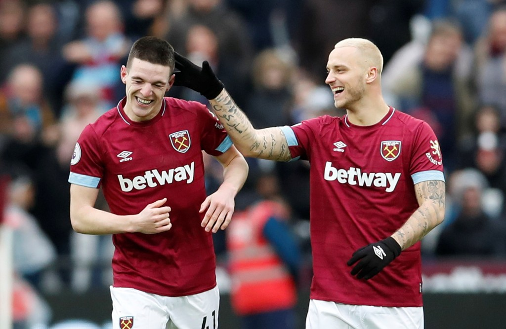 West Ham trives på Selhurst Park. Her feirer Declan Rice sammen med Marko Arnautovic etter å ha scoret sitt første mål for West Ham.
