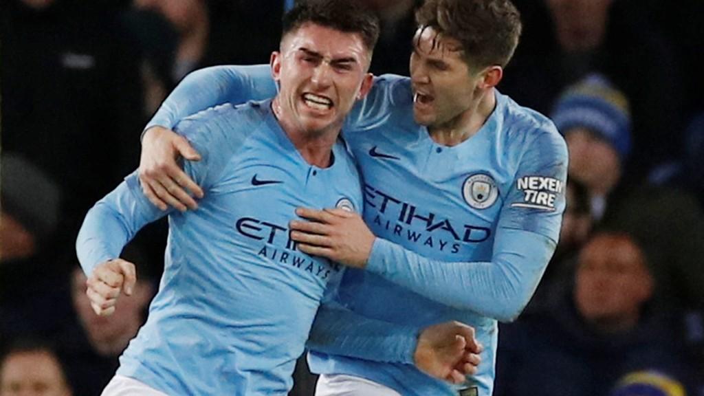 Manchester City's Aymeric Laporte jubler hemningsløst etter å ha sendt City i ledelsen borte mot Everton onsdag kveld.