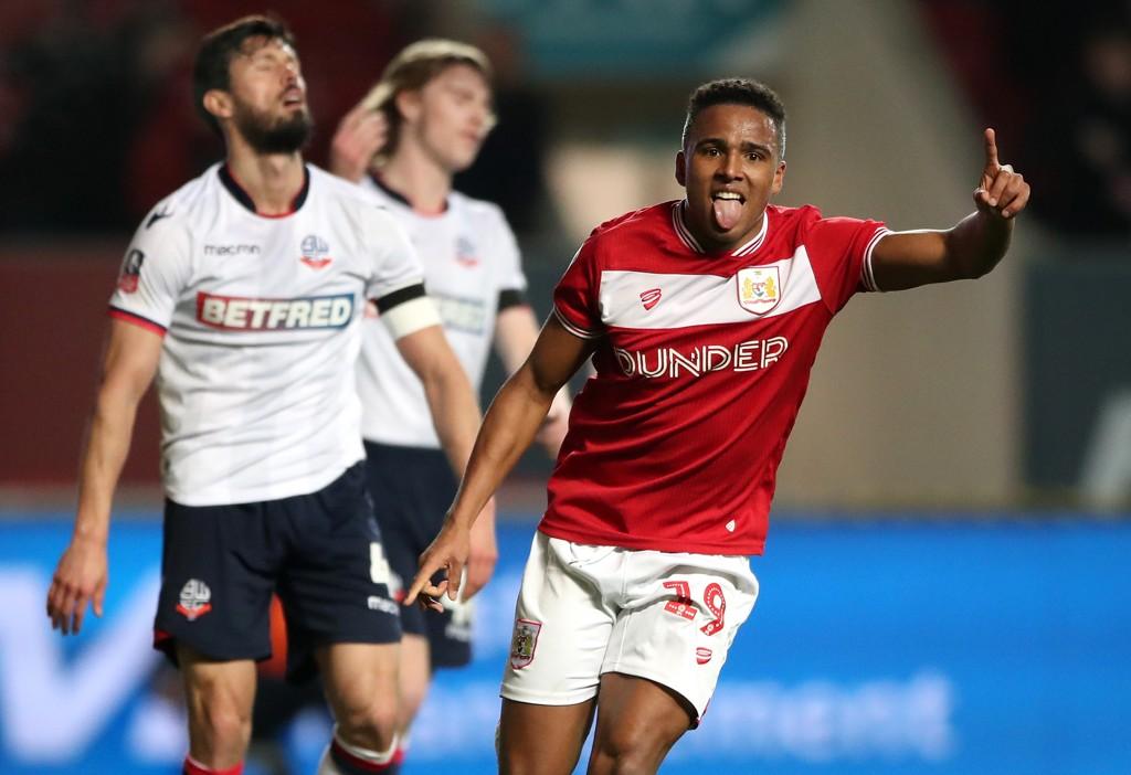 Niclas Eliasson feirer etter å ha scoret Bristol City sitt andre mål mot Bolton. Bristol City er virkelig i dytten. De har vunnet de åtte siste kampene uansett turnering.
