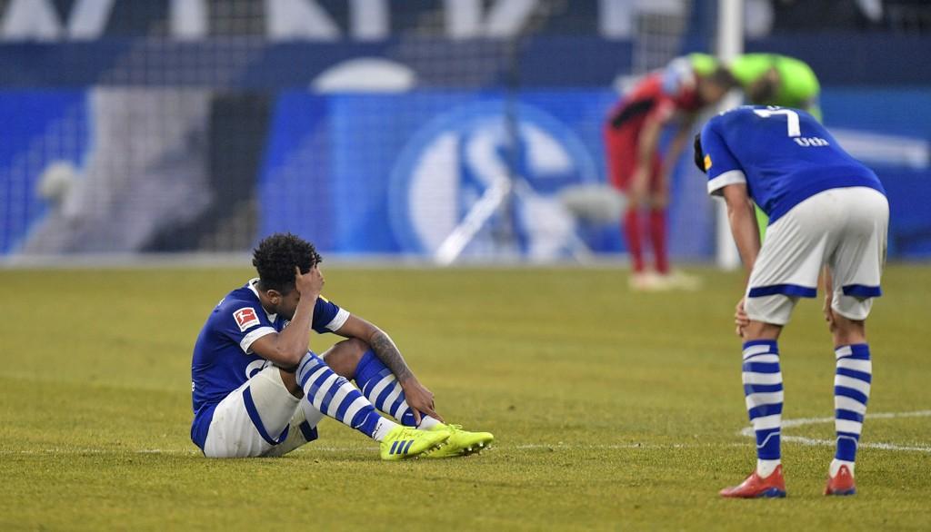 Schalke-spiller Weston McKennie fortviler etter at de kun klarte 0-0 hjemme mot Freiburg i helgen. Det var Schalkes fjerde kamp på rad uten seier i Bundesliga. (AP Photo/Martin Meissner)