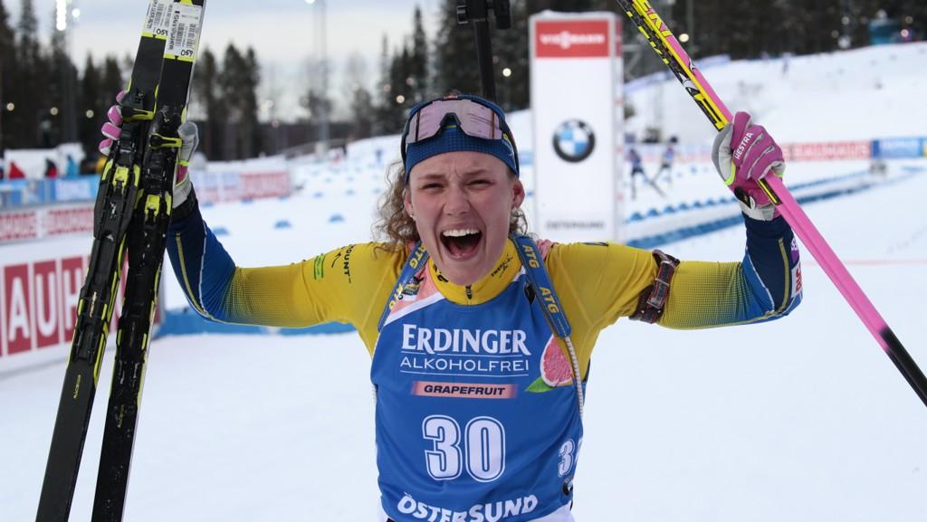 Hanna Öberg tok et overlegent VM-gull på tirsdagens normaldistanse. I dag jakter hun nytt gull sammen med Sebastian Samuelsson i singel mix-stafetten.