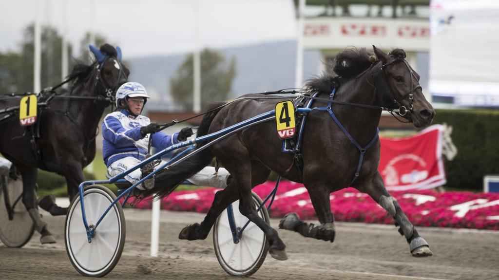 Kajsa Frick er aktuell i kveldens V64-omgang. foto_Roger Svalsrød_hesteguiden.com