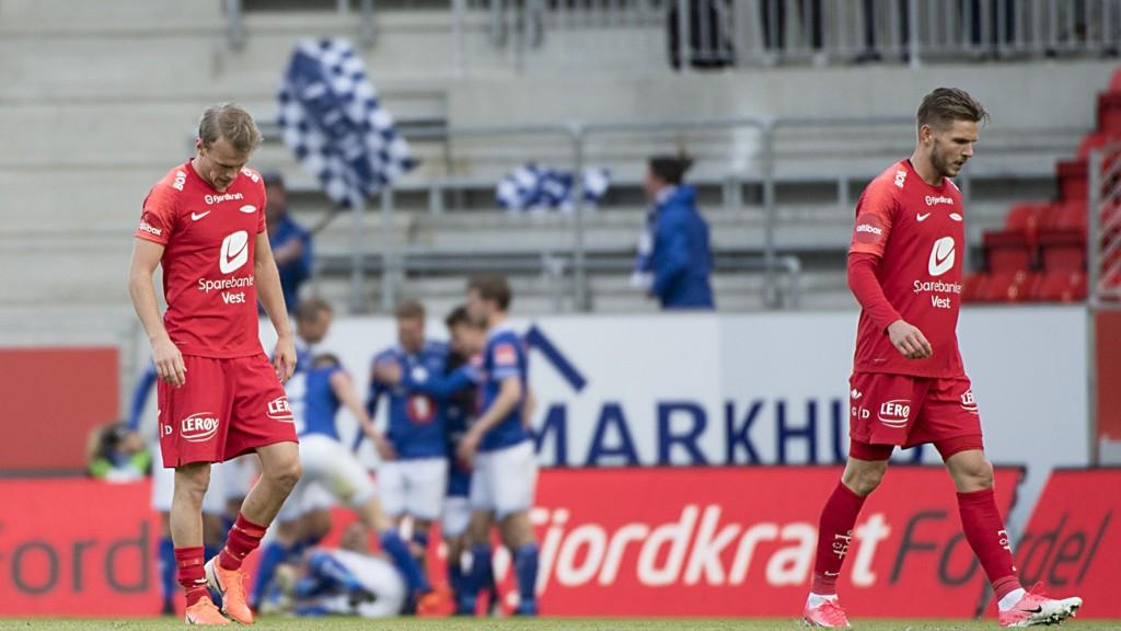 Branns Petter Strand (t.v.) og Gilli Rolantsson fortviler etter at Ranheims Mads Reginiussen har gitt Ranheim ledelsen 1-0 på Brann stadion for halvanne uke siden. Ranheim vant også kampen 1-0.