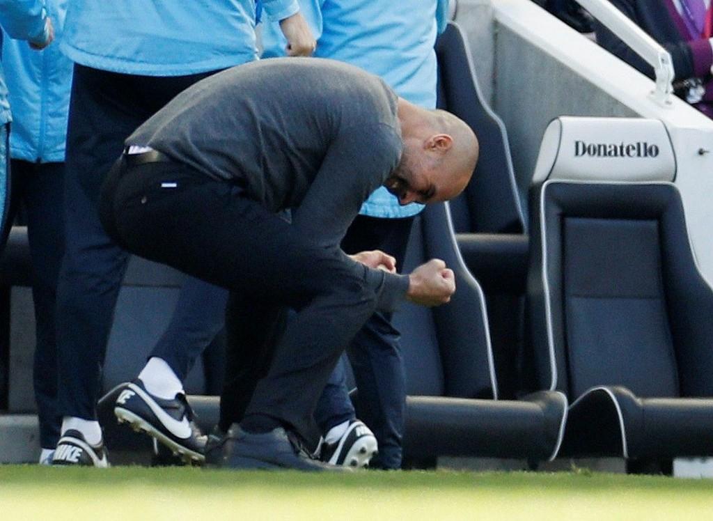 Pep Guardiola var mildt sagt fornøyd etter søndagens seriegull. Her jubler han underveis i kampen mot Brighton.