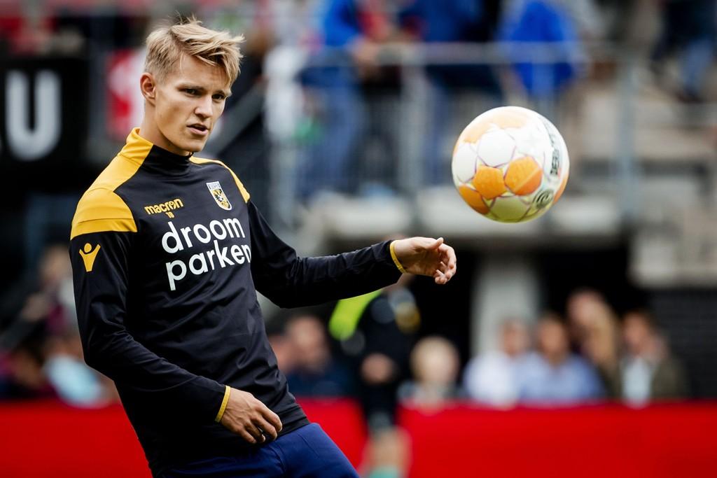 Martin Ødegaard, som er utlånt fra Real Madrid til nederlandske Vitesse, dominerte da laget hans tok seg til finalen i Europa League-playoffen. Vi tror Vitesse og Ødegaard kan ta første stikk i finalen mot Utrecht i dag.