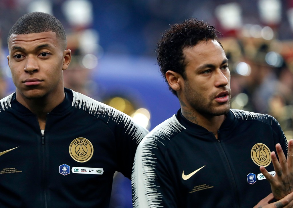 Den øverste sjefen i PSG er klar på at Kylian Mbappe (til venstre) ikke skal bort fra Parc des Princes med det første. Andre stjerner, som for eksempel Neymar, er tillsynelatende ikke like viktig å beholde.
