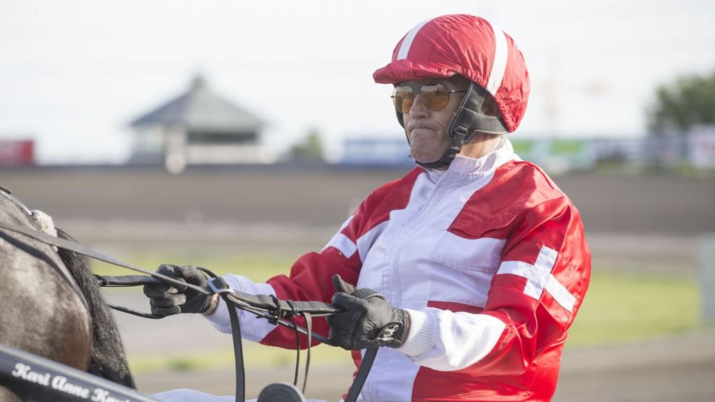 Steen Juul kjører en god hest i V4-2. Foto: Anders Kongsrud/www.hesteguiden.com.;