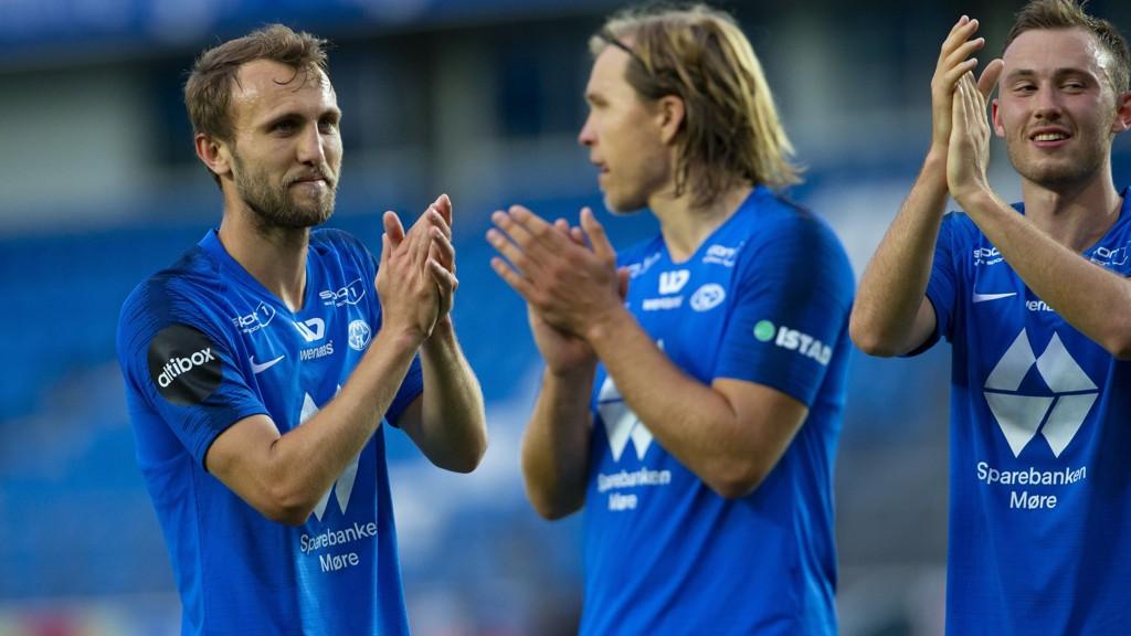 Magnus Wolff Eikrem (t.v.), Martin Bjørnbak og Fredrik Aursnes etter kvalifiseringskampen mot Aris på Aker Stadion forrige torsdag.