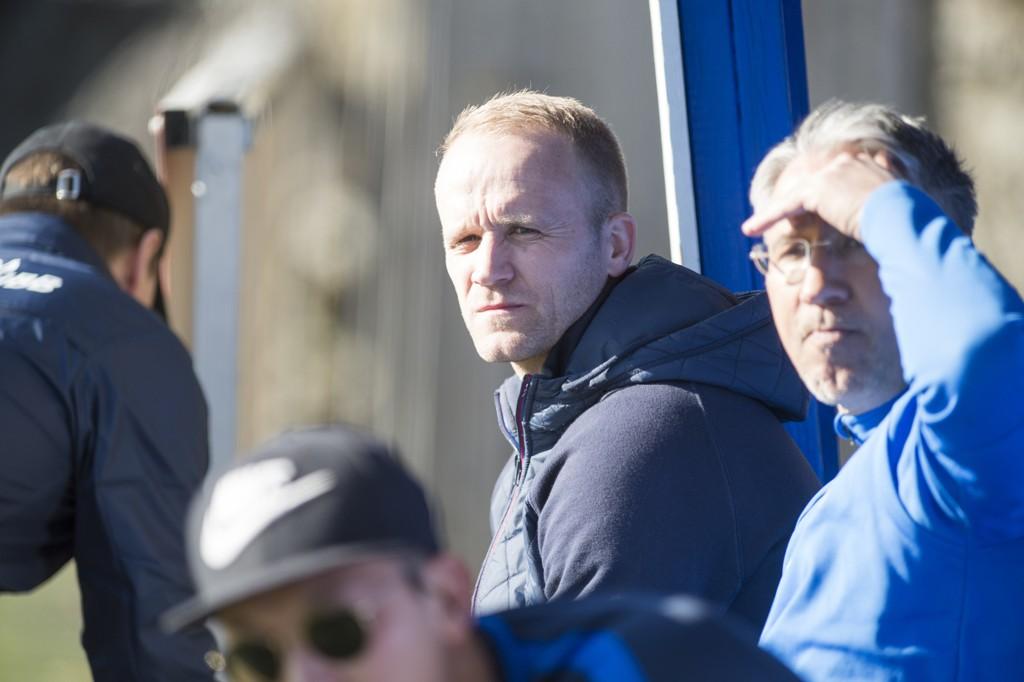 Tommy Knarvik har spilt for en rekke klubber i eliteserien, blant andre Brann, Sandefjord, Bodø/Glimt, Tromsø og Sogndal. Nå er han trener for 2. divisjonsklubben Sotra SK.