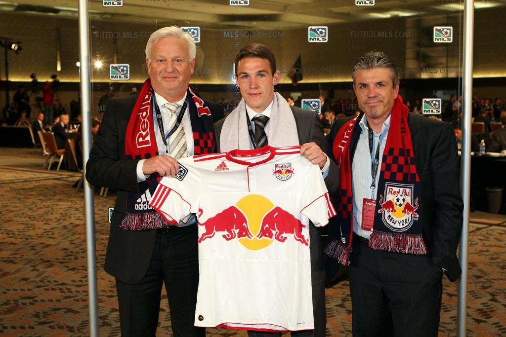 Lillebroren til Wayne Rooney, John Rooney, ble hentet til NY Red Bulls i Superdraften i 2011. Han ble hentet til klubben av Erik Sóler (t.h.) og Hans Backe.