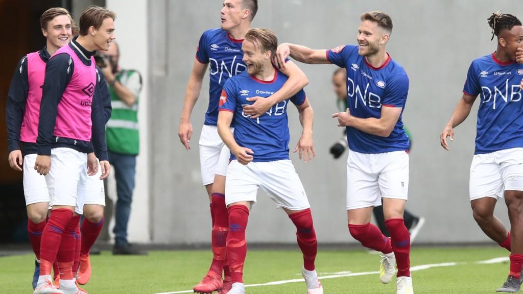Jubel blant Vålerengas spillere når de feide over Bodø/Glimt med 6-0 tilbake til 5. juli. Det er forrige gang Vålerenga vant en eliteseriekamp.